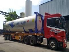 广西一辆液化天然气LNG槽车侧翻泄漏